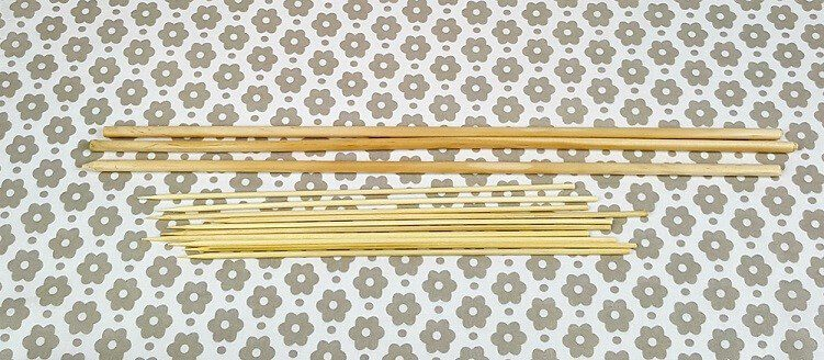 picture of wooden dowels and skewer sticks used for making your own knitting needles
